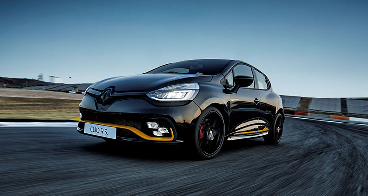 Renault Clio R.S.18 Front Side 2
